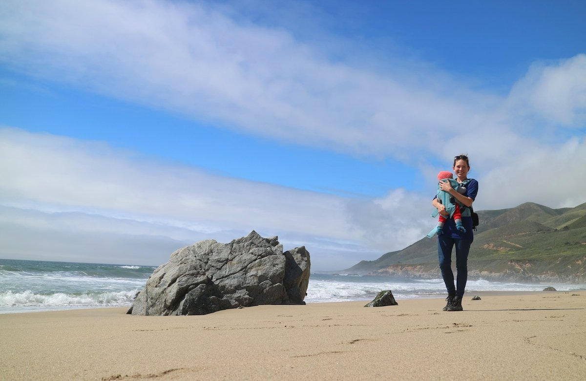 Babytrage am Strand