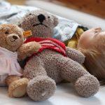 Zu Hause schläft es sich am besten – Babys erstes eigenes Bett | Werbung