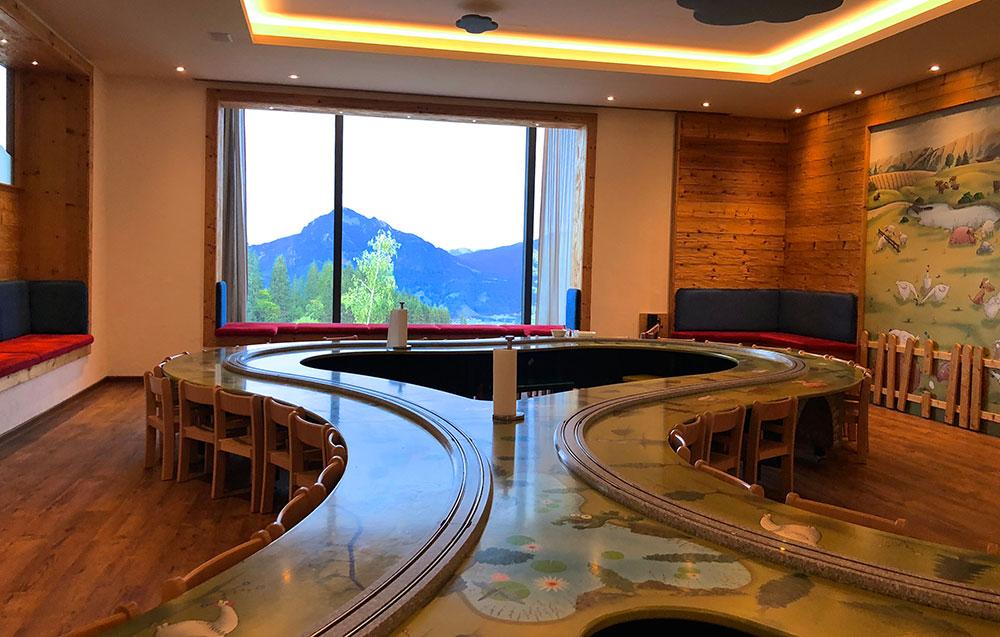 Familienhotel Bayern Kindertisch