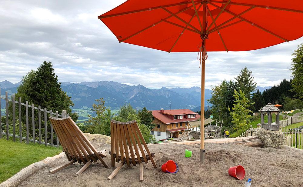 Familienhotel Bayern Spielplatz mit Aussicht