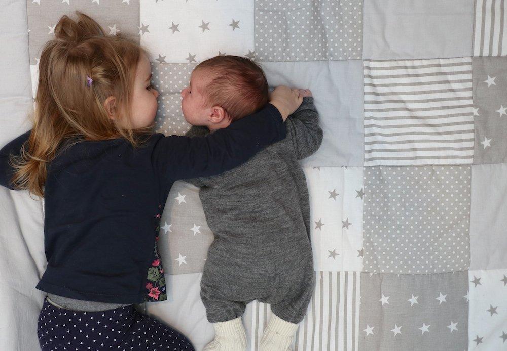 große Schwestern brauchen Puppen