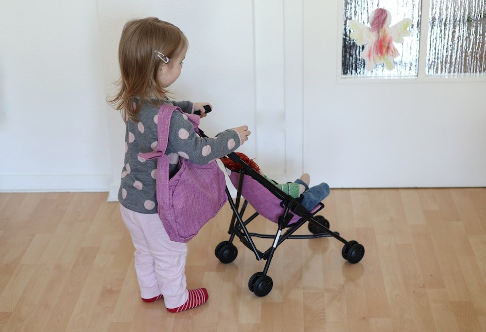 Puppenmama mit Buggy