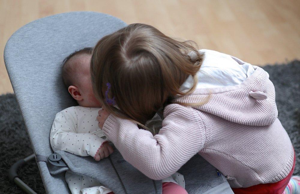 Erste Wochen mit Baby und Kleinkind Geschwisterliebe