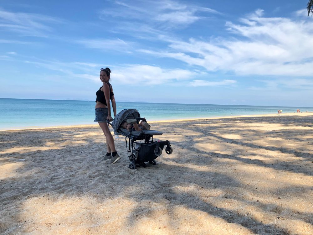 Reisebuggy in Asien am Strand