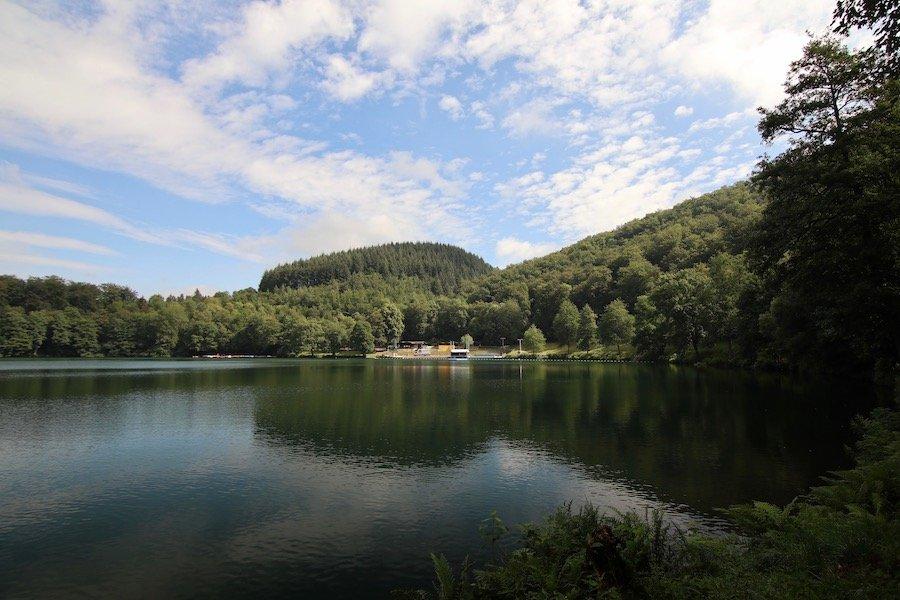 Eifel mit Kindern Urlaub Vulkaneifel Gemündener Maar Schwimmbad