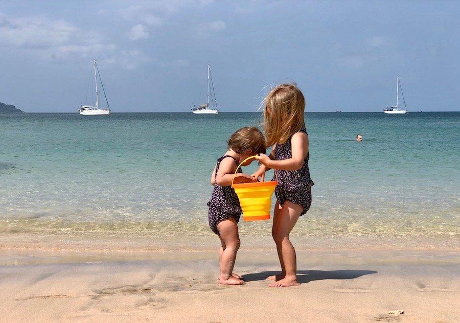 Entspannt reisen mit Kleinkind Tipp Badeanzug mit Schwimmwindel