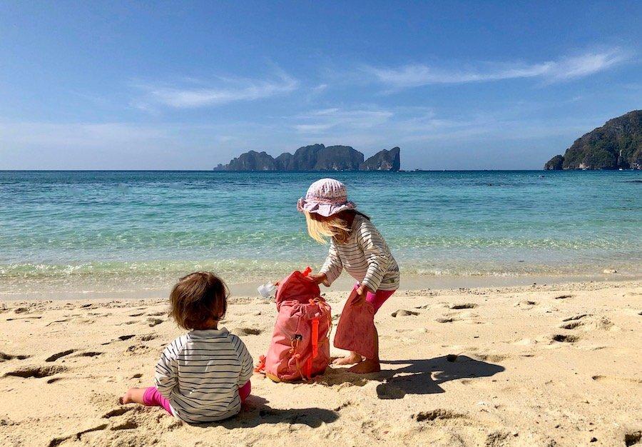 Entspannt reisen mit Kleinkind Tipp outdoor Rucksack