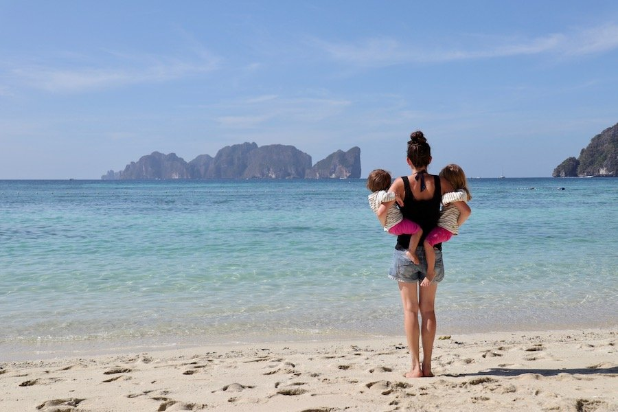 Entspannt reisen mit Kleinkind Tipp UV Schutz Kleidung