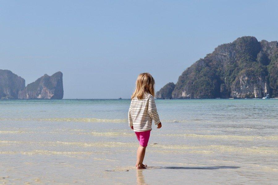 Entspannt reisen mit Kleinkind Tipp UV Schutz Shirt