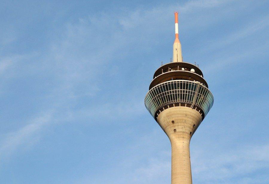 Düsseldorf mit Kindern Reise-Guide mit einheimischen Tipps Rheinturm