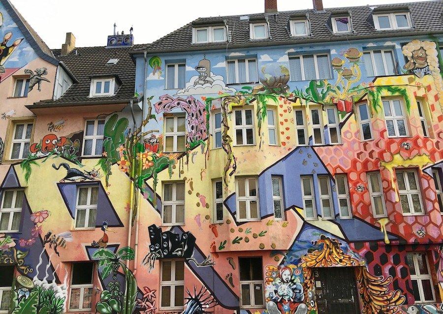 Düsseldorf mit Kindern Reise-Guide mit einheimischen Tipps und wichtigsten Sehenswürdigkeiten Street Art Kiefernstraße