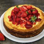 Quark-Gries-Kuchen ohne Boden | schnelles Rezept für einen leckeren Kuchen mit Erdbeeren
